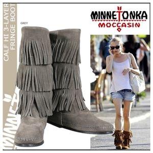 Minnetonka 3 layer grey fringe boots 6 7